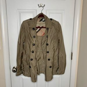 Women's Burberry tan raincoat
